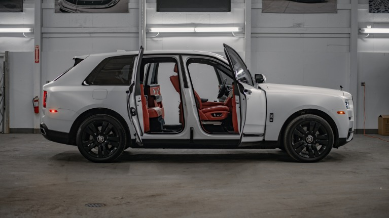 Used 2020 Rolls-Royce Cullinan Base for sale Call for price at Platinum Chicago in Lake Bluff IL 60044 3