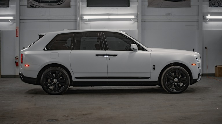 Used 2020 Rolls-Royce Cullinan Base for sale Call for price at Platinum Chicago in Lake Bluff IL 60044 4