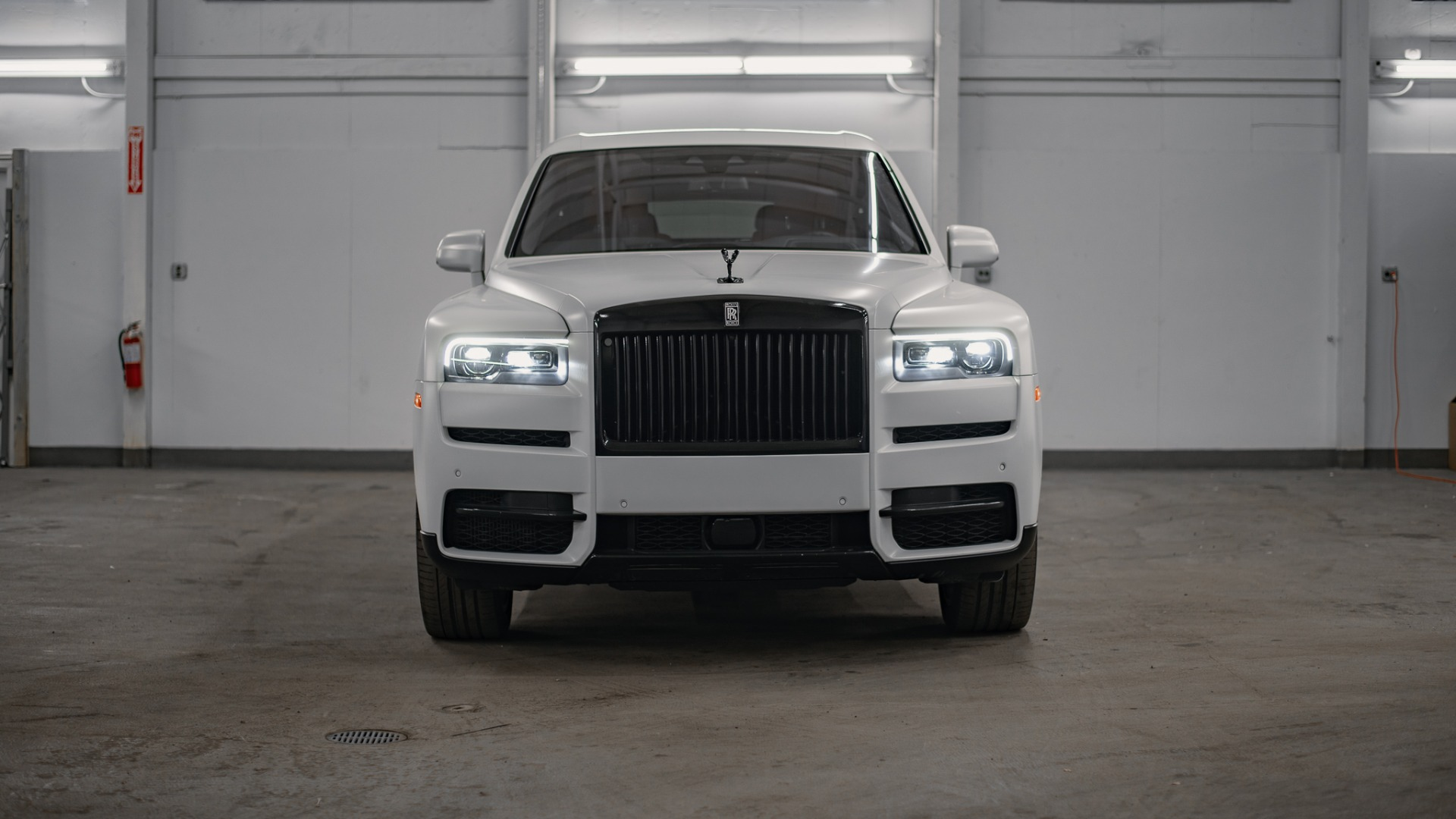 Used 2020 Rolls-Royce Cullinan Base for sale Call for price at Platinum Chicago in Lake Bluff IL 60044 1