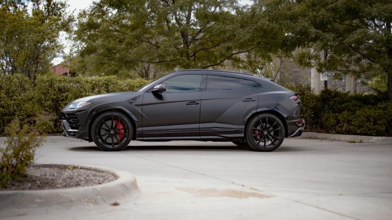 Used 2019 Lamborghini Urus Base for sale $229,553 at Platinum Chicago in Lake Bluff IL 60044 3