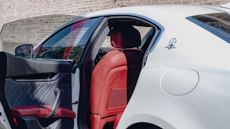 Used 2017 Maserati Ghibli S Q4 for sale Sold at Platinum Chicago in Lake Bluff IL 60044 4