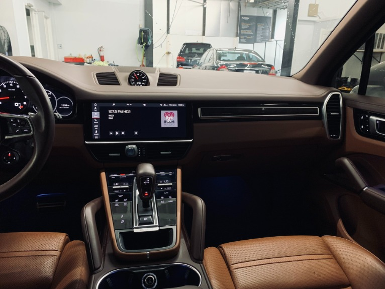Used 2019 Porsche Cayenne S for sale $89,999 at Platinum Chicago in Lake Bluff IL 60044 11