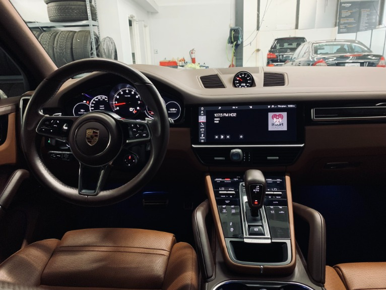 Used 2019 Porsche Cayenne S for sale $89,999 at Platinum Chicago in Lake Bluff IL 60044 12