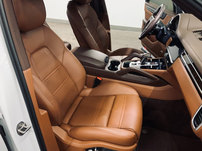 Used 2019 Porsche Cayenne S for sale $89,999 at Platinum Chicago in Lake Bluff IL 60044 4
