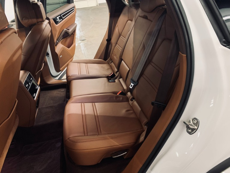 Used 2019 Porsche Cayenne S for sale $89,999 at Platinum Chicago in Lake Bluff IL 60044 6
