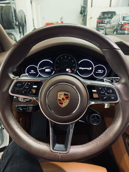 Used 2019 Porsche Cayenne S for sale $89,999 at Platinum Chicago in Lake Bluff IL 60044 7